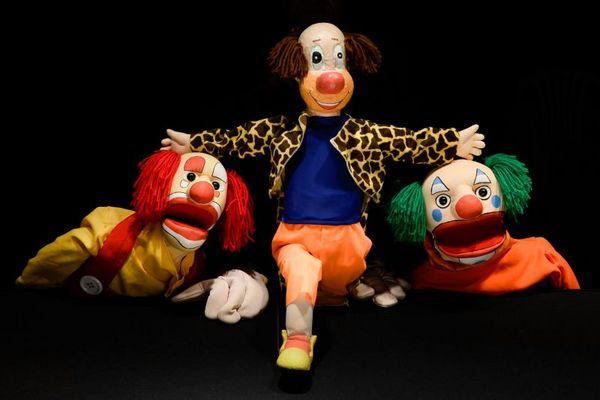 Os bonecos de pano se tornam palhaços no 'Circo mulambo' (Kakau Machado/Divulgação)