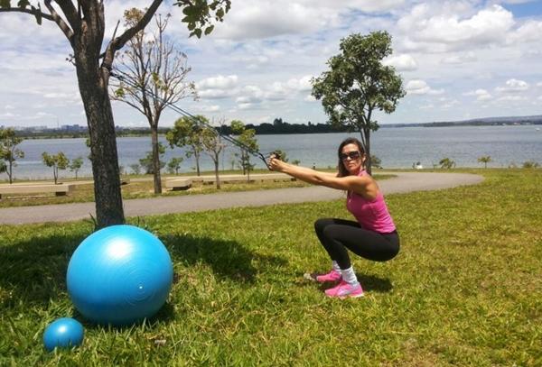 Personal Carla d´Arcanchy indica exercícios fora da academia para combater a rotina pesada das pessoas (Daniel Tonet/Divulgação)