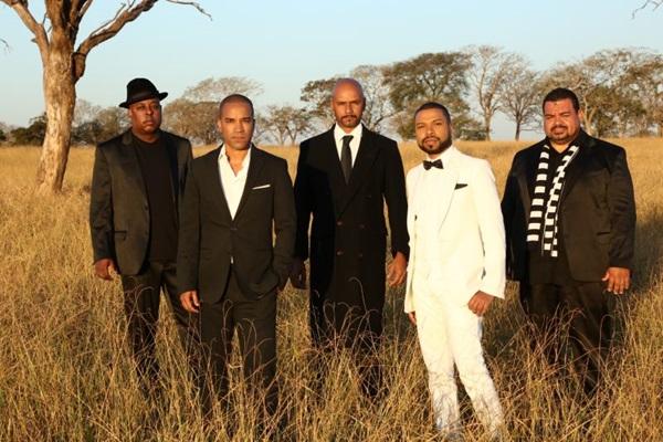 O grupo agora traz no vocal Fernando Pires acompanhado por outro irmão dos artistas João Júnior Pires (Bravo Assessoria/Divulgação)