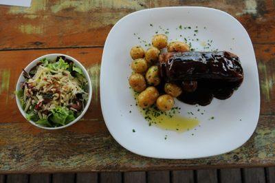 %u201CA costelinha ao barbecue já é um prato conhecido e consagrado%u201D, afirma Alex Sabino, chef no Liv Lounge  (Bárbara Cabral/Esp. CB/D.A Press)
