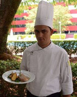 Arnaldo Guedes, do Oscar, marina a picanha suína por 24 horas (Jhonatan Vieira/Esp. CB/D.A Press)