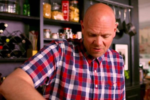 Tom Kerridge tem experiência como apresentador de tevê e esteve à frente das versões britânicas de 'Bake Off' e 'MasterChef' (Reprodução/Internet)