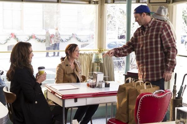 Lorelai, Rory e Luke: promessa de diálogos rápidos e engraçados no café Luke%u2019s (Saeed Adyani/Netflix)