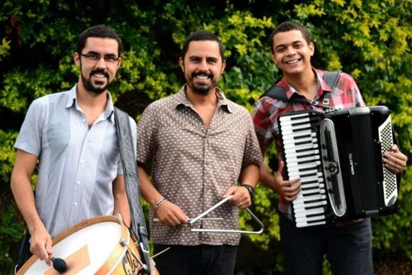 A banda também apresentará canções do novo álbum (Trio Dona Zefa/Divulgação)