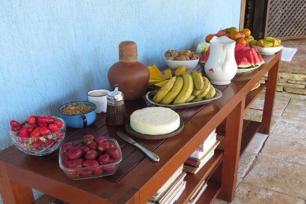 O brunch do 'Cerrado Lodge' é todo orgânico. O leite é ordenhado algumas horas antes de o café ser servido (Cerrado Lodge/Divulgação)