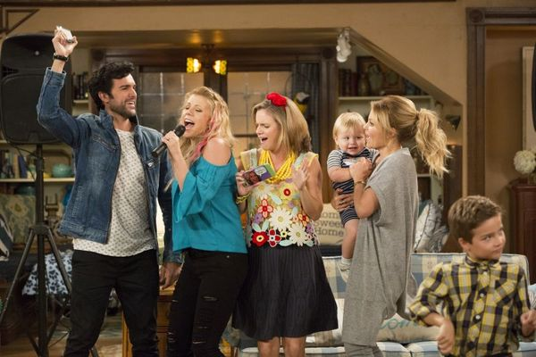 'Fuller house' mantém a fórmula de sucesso do original, 'Full house'  (Michael Yarish/Netflix)