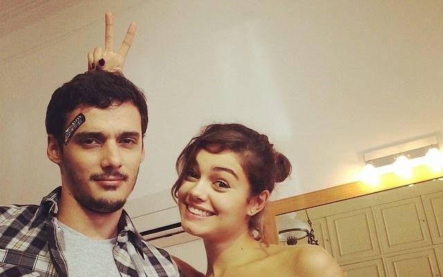 Os atores Leandro Soares e Sophie Charlotte
