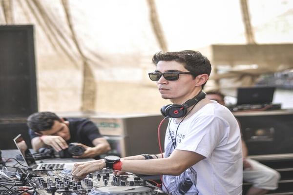 Vinícius Delgado, o Anzzor, é um dos DJs confirmados (Reprodução/Internet)