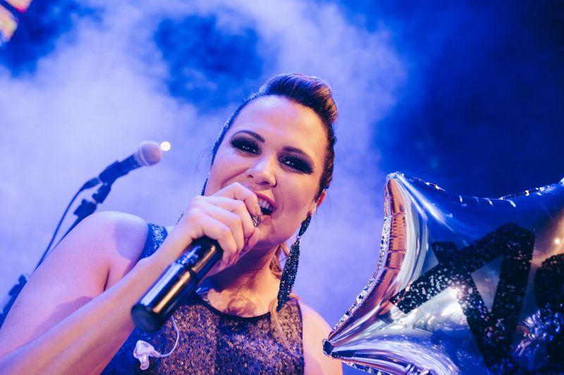 A cantora Adriana Samartini comanda o 'Auê de Natal' (Bruno Pimentel/Divulgação)