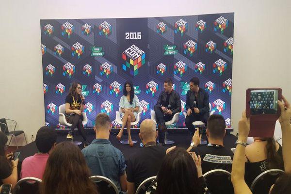 Tina Desai, Brian J. Smith e Miguel Ángel Silvestre, de 'Sense8', durante a 'CCXP'. (Adriana Izel/CB/D.A Press)