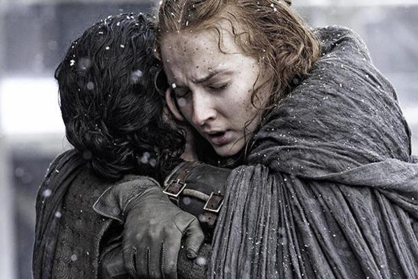 Jon Snow e Sansa Stark em Game of Thrones (Reprodução/Internet)
