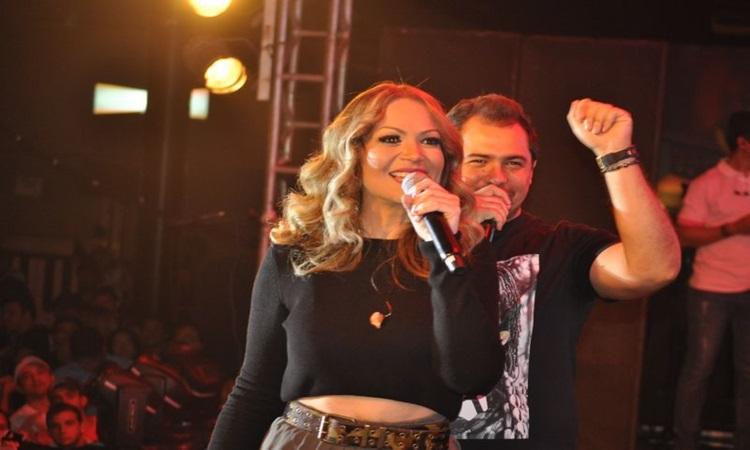 Xand e Solange Almeida desembarcam na capital no domingo de carnaval (BA Assessoria/Divulgação)
