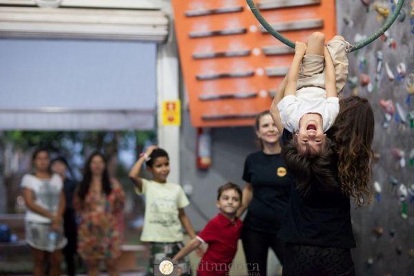 As oficinas de circo divertem as crianças nesse período (Quitandoca Fotografia/Divulgacao)