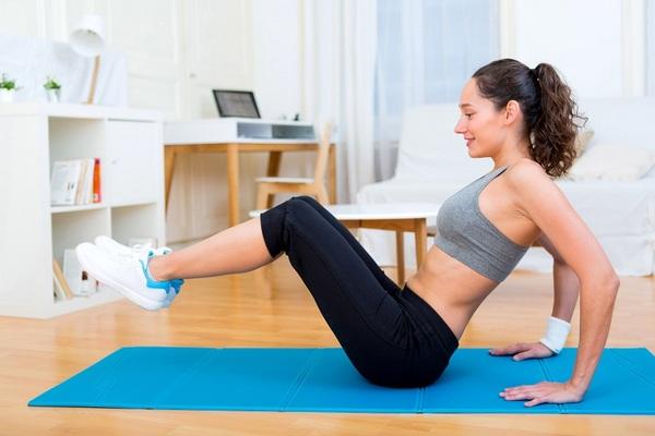 Os exercícios funcionais podem ser feitos em casa sem auxílio de aparelhos (Reprodução/Internet)
