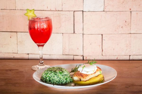 Saquê com espumante é a fórmula do drinque Tokio, combinado com bacalhau no Bamboa Cozinha de Bar (Ana Morena/Divulgacao)