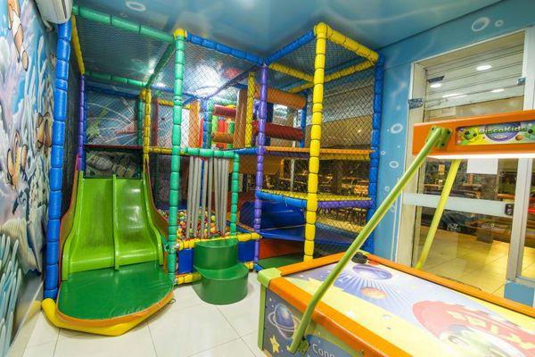O Recanto do camarão, disponibiliza: fliperamas, piscina de bolinhas e playground (Henrique Ferrera/Divulgação)