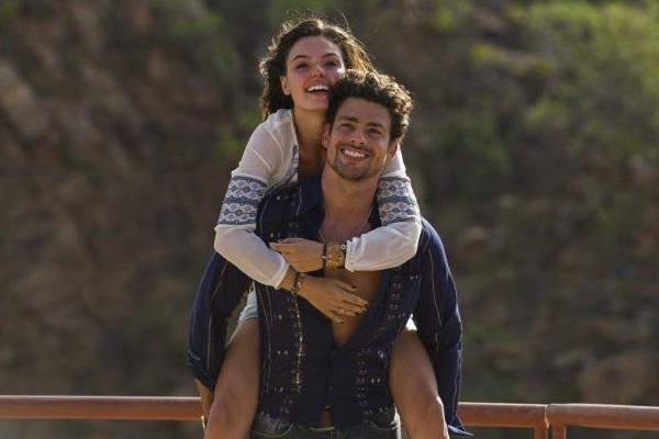 Amores roubados trouxe Cauã como Leandro, um homem sedutor, envolvido com mulheres casadas e que se apaixona pela filha de uma delas, Antônia, interpretada por Isis Valverde, apontada como possível pivô do fim do seu casamento com Grazi Massafera. (Estevam Avellar/Tv Globo)