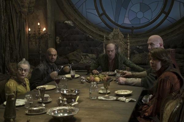 Cena da primeira temporada de Desventuras em série da Netflix (Joe Lederer/Netflix)