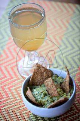 Guacamole e refrigerante de gengibre artesanal são opções saudáveis para um lanchinho (Carlos Vieira/CB/D.A Press - 20/8/15)