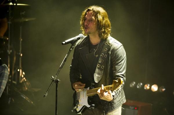 A energia de Vladimir Brichta chama a atenção nos bastidores de Rock story (Globo/César Alves)