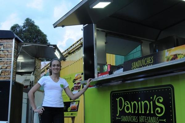 Pão ciabatta foi a maneira encontrada por Fabiana Vieira para distinguir o Panini's Sanduíche Artesanal da concorrência  (Bárbara Cabral/Esp. CB/D.A Press)