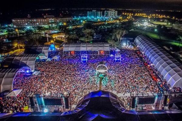 Ano passado, o Verão Sertanejo reuniu 80 mil pessoas (Verão Sertanejo/Divulgação)