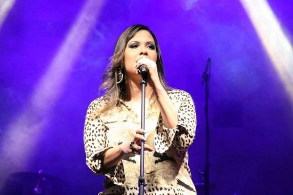 Adriana Samartini é considerada a representante do axé na capital (Luis Fabiano Neves/Divulgação)