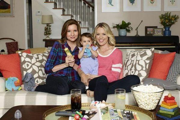 'Playing house' aborda o dia a dia de duas mulheres criando uma criança (Robyn Von Swank/USA Network)