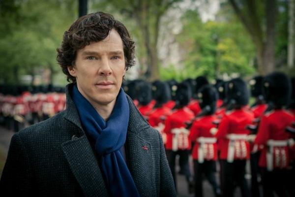 Benedict Cumberbatch interpreta o detetive na série Sherlock (Tevê Cultura/Divulgação)