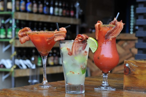 Drinques com bacon são aposta do Oinc Bar para fisgar o público (Helio Montferre/Esp.CB/D.A. Press)