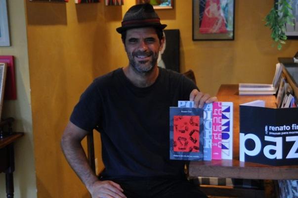Escritor e proprietário do Senhoritas Café, Renato Fino critica as políticas públicas que influenciam no desenvolvimento da cena cultural da capital (Bárbara Cabral/Esp. CB/D.A Press)