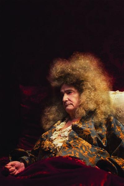 Jean-Pierre Léaud dá vida a um Luis XIV fragilizado (Zeta Filmes/Divulgação)