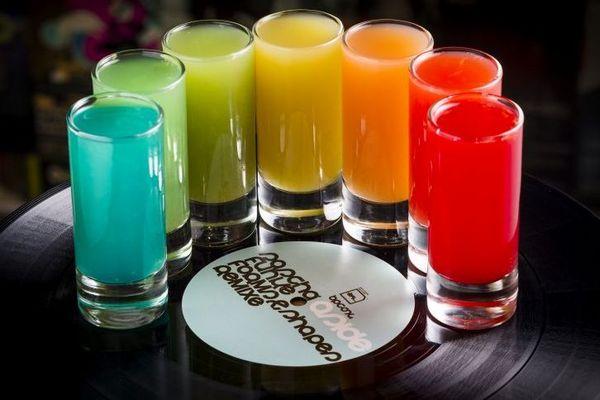 Rainbow Shots servido no 5uinto bar  (Felipe Bastos/Colmeia)
