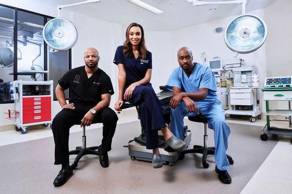 Atlanta Plastic, com Dr. Marcus Crawford, Dra. Aisha McKnight-Baron e o Dr. Wright Jones. (Karen E. Evans/Divulgação)