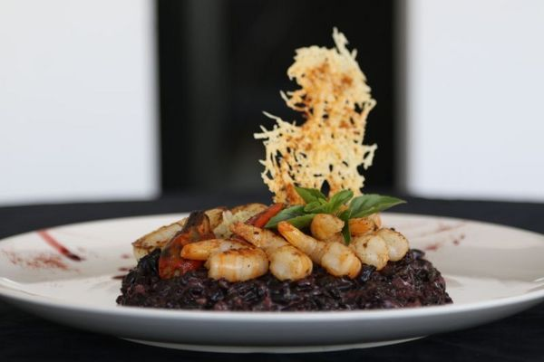 Risoto negro com frutos do mar, O Contemporâneo Restaurant em Águas Claras (Rodrigo Nunes/Esp. CB/D.A Press)