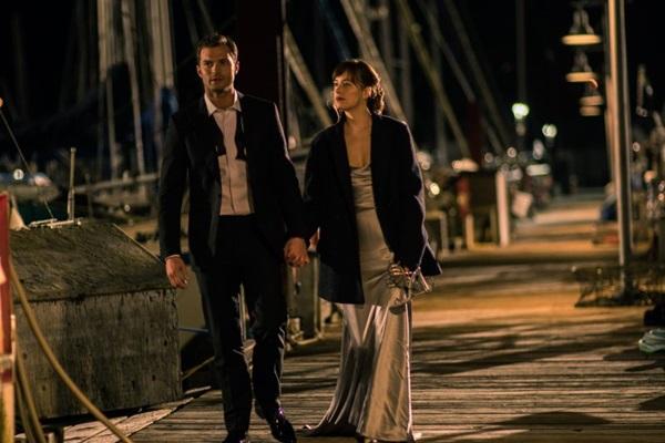 Falta bom gosto em tudo no filme protagonizado por Jamie Dornan (Universal Pictures/Divulgacao)
