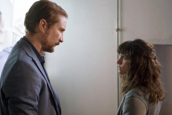 A primeira produção nacional da Netflix, a série 3%, teve como protagonistas Bianca Comparato e João Miguel  (Reprodução/internet)