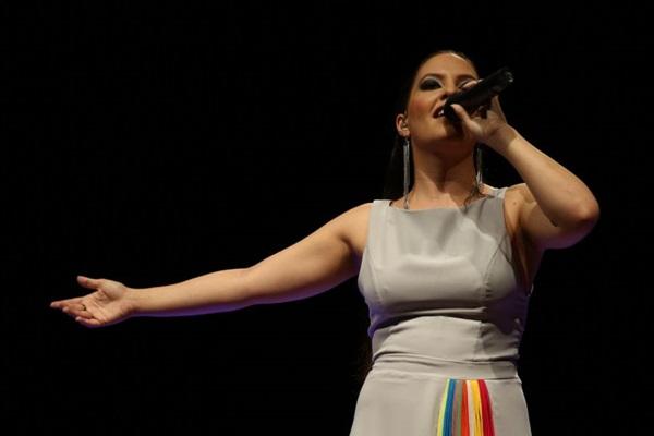 A cantora e compositora Ana Reis comemora 10 anos de carreira lançando o DVD Toda em si, em show no Espaço Cultural do Choro  (Mayangdi Inzaulgarat/Divulgacao)