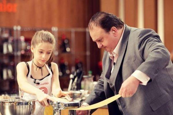 A menina Valentina foi alvo de comentários pedófilos ao participar do 'MasterChef Junior' (Reproducao da Internet)