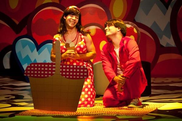 Em 'Amor de ahh a zzz', os comediantes não perdem nenhuma piada que envolva relacionamentos  (Karina Santiago/Divulgação)