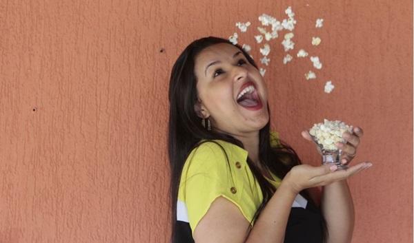 Paula Torres, da Chez pop, indica pipoca tanto para os fãs do Oscar como da folia (Ana Rayssa/Esp. CB/D.A Press)
