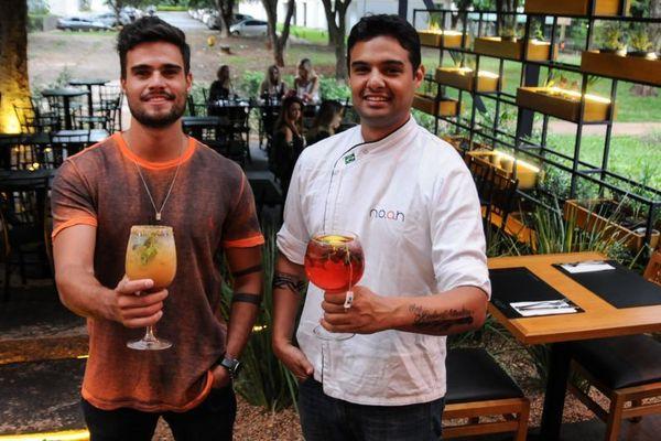 Thiago Rocha e Rafael Rocha, sócios do Noah Eat Drink Fun: comida, bebida, amigos e música no mesmo endereço (Bárbara Cabral/Esp. CB/D.A Press)