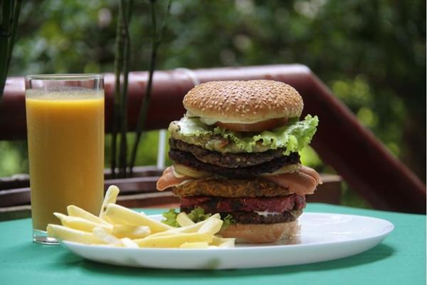 Com seis andares, o Monumental é uma opção para quem quer um hambúrguer vegano (Ana Rayssa/Esp. CB/D.A Press)