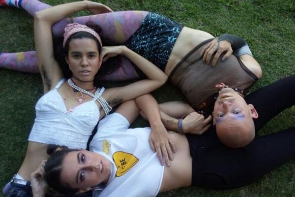 A banda Recalque, que mistura o trap com o brega, se apresenta na festa Catupasloka (Sarah Peres/Esp. CB/D.A Press)