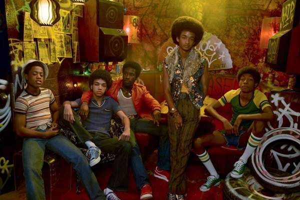 A série 'The get down' aborda o surgimento do hip-hop a partir dos jovens negros marginalizados de Nova York (Netflix/Divulgação)