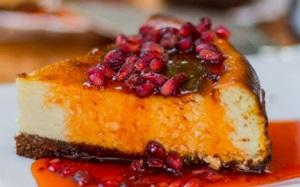 Cheesecake de romã à venda por fatia ou inteira na Arab Sweets (Cheesecake de romã à venda por fatia ou inteira na Arab Sweets)