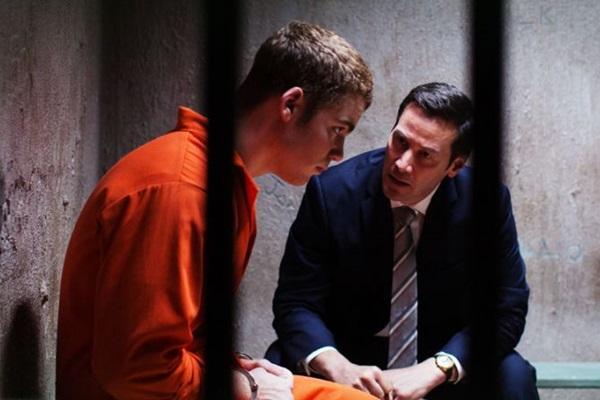 Keanu Reeves interpreta um advogado em 'Versões de um crime' (PlayArte/Divulgacao)