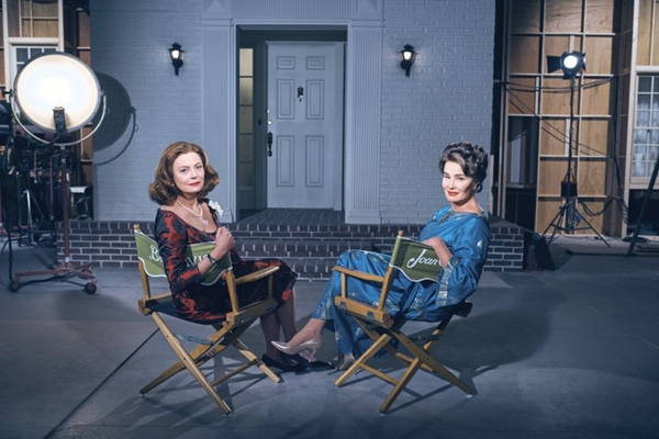 Série 'Feud' mostra o embate entre as atrizes Bette Davis e Joan Crawford no cinema  (Fox/Divulgação)