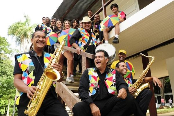 Orquestra Marafreboi participa da folia pós carnaval no Espaço Cultural Canteiro Central ( Tina Coelho/Esp. CB/D.A Press)