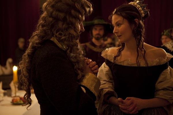 Elenco e direção de arte de 'A jovem rainha' não convencem (Mares Filmes/Divulgação)